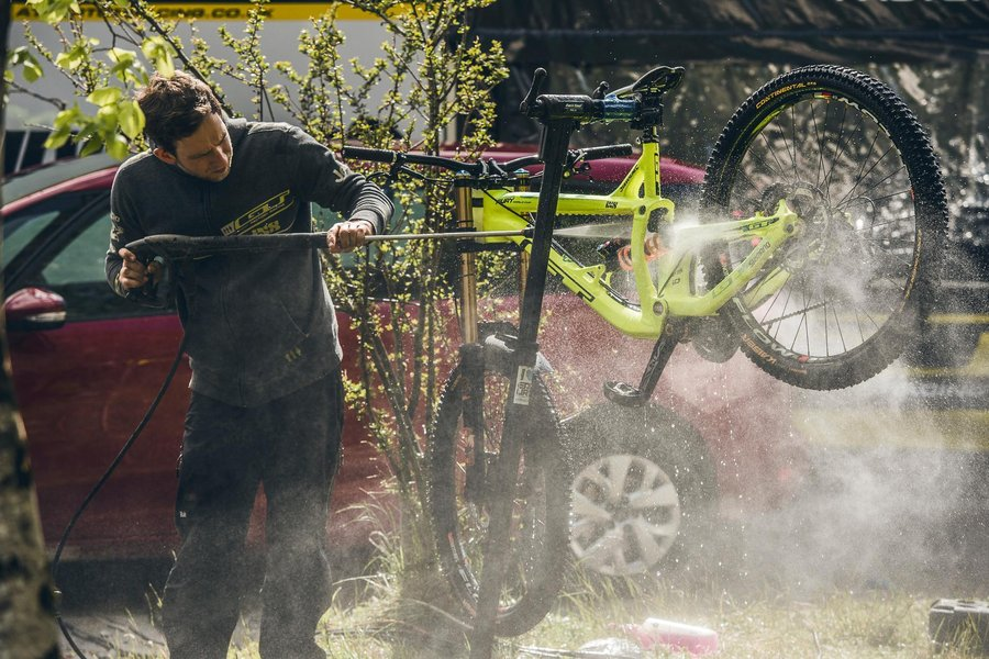Bartek Woliński - Red Bull Content Pool - limpeza bike