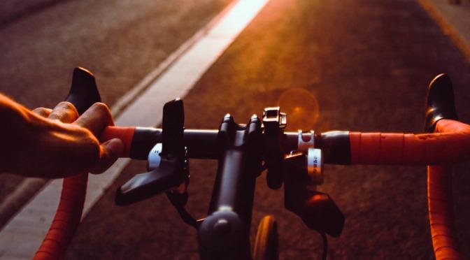 Dicas para ir pedalar sozinho e com segurança