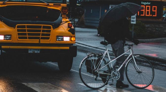 Cuidados para pedalar na chuva