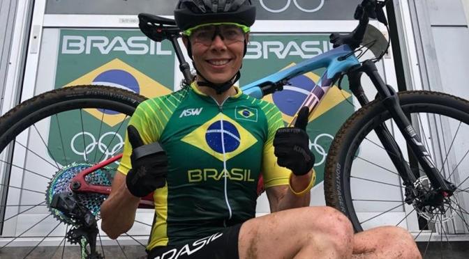 Jaqueline Mourão iguala recorde de participações olímpicas pelo Brasil em prova de ciclismo